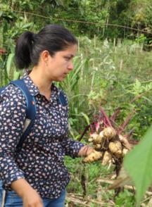 Nelly Victoria Giraldo holding vegetables