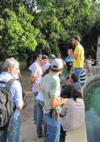 Severino Rodrigo Riveiro Pinto lecturing to participants