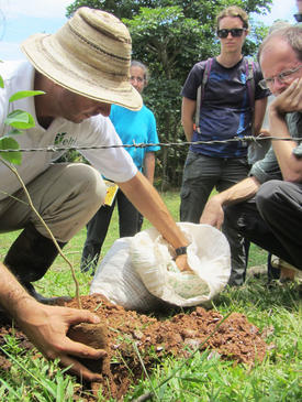 Volunteers learn best practices to conduct reforestation.
